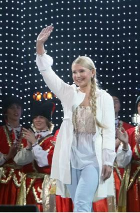 На встречу с молодежью Тимошенко оделась демократично.
