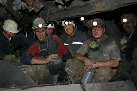 Виктор Янукович: - Что такое шахтерский труд, знаю не на словах.