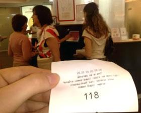 В очереди за баксами наш журналист был 118-м, а валюты хватило только первым девяти…