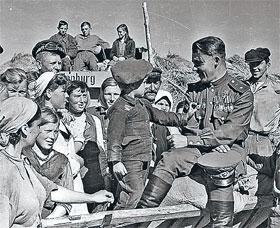 Гитлеровский «драг нахт Остен» закончился нашей победой в Берлине.
