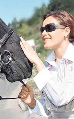 «Мисс ВР» Наталья Королевская любит лошадей и отдых на природе.