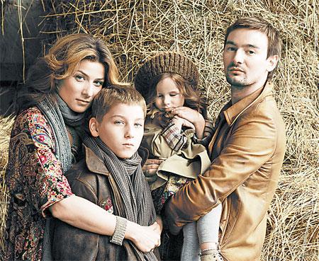 Жанна и Алан Бадоевы выбрали для сына Бориса русскую школу, а для дочки Лолиты - французскую. Фото предоставлено журналом VIVA! Украина.