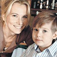 Юлия Высоцкая маленького Петю отвела в школу в 4 года...