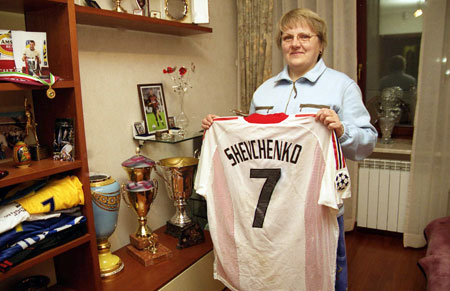 Мама футболиста Любовь Николаевна рада возвращению сына домой. Фото из архива «КП».