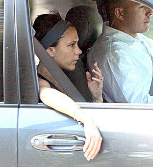 Прохожие не сразу узнали в вышедшей из спортклуба даме известную модницу. Фото: Daily Mail.