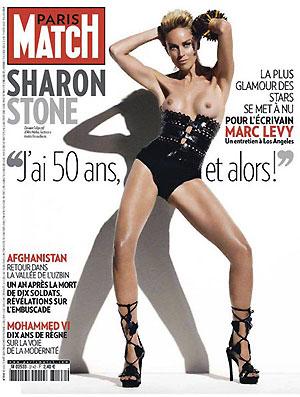 Не так давно Стоун наделала шуму, снявшись топлесс для обложки модного журнала. И это в 51 год!