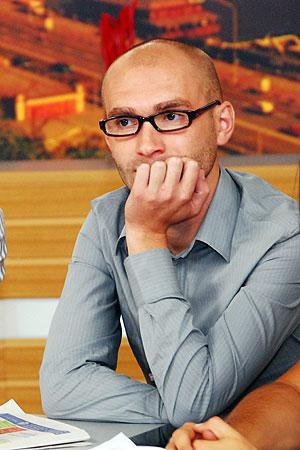 Клавишник «Антител» Сергей Вусык: «Хорошо Никите, гитару зачехлил и на эфир, а мне что делать если рояль в рюкзак не помещается…»
