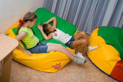 Эти кресла принимают форму тела детей, поэтому так легко почувствовать себя отдохнувшим