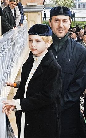 Руслан мечтает воспитать сына сам, в чеченских традициях. Фото ИТАР - ТАСС.