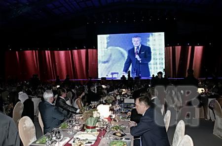 На динамовскую базу в Конче-Заспу юбиляр пригласил около тысячи гостей.