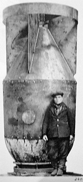 Прототип корпуса первой советской атомной бомбы. 1946 год.