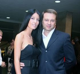 Тимофей Нагорный, едва успев развестись, вышел в свет с красивой телеведущей.