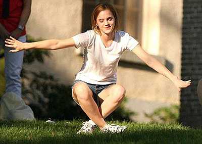 ...и посетила занятия йогой. Фото: Daily Mail.