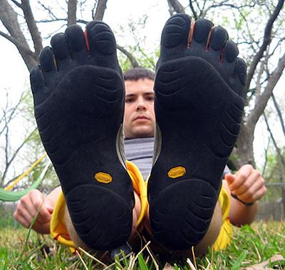Народ постепенно отказывается от кроссовок.