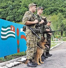 Российские пограничники уже заступили на охрану рубежа между Абхазией и Грузией.