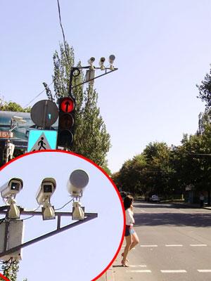 Прибор фиксирует превышение скорости, а видеокамеры снимают другие нарушения.