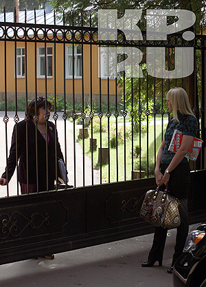 К Дени не пустили ни знаменитую маму, ни ее адвоката. Фото: Алексей Чибисов.