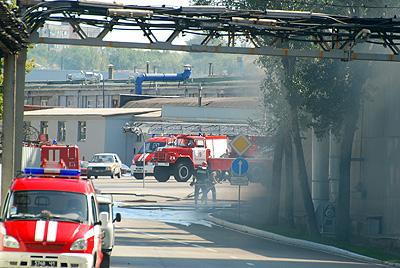 На пожар съезались полтора десятка машин.
