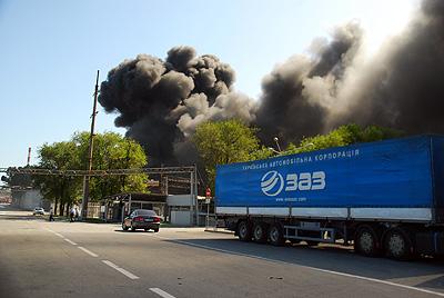 Периодически на складе происходили новые взрывы.