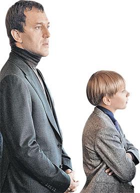 Отец и сын Руслан и Дени Байсаровы. Сегодня мальчику не дают видеться с мамой.