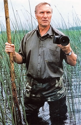 Натуралист Иван Павлович Назаров и окружающий его мир на Мещере. В этом мире интересно бывать во время весенних разливов, во время тихой снежной зимы, во время буйства летних цветов и нарядных осенних красок.