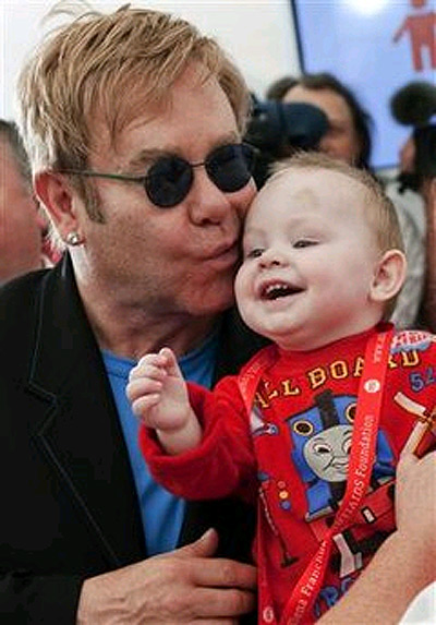 Маленький Лев завладел сердцем музыканта.