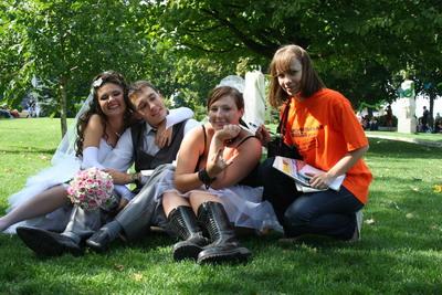 Для молодоженов, надумавших бракосочетаться в День города, наша комсомольская «невеста» стала живым талисманом