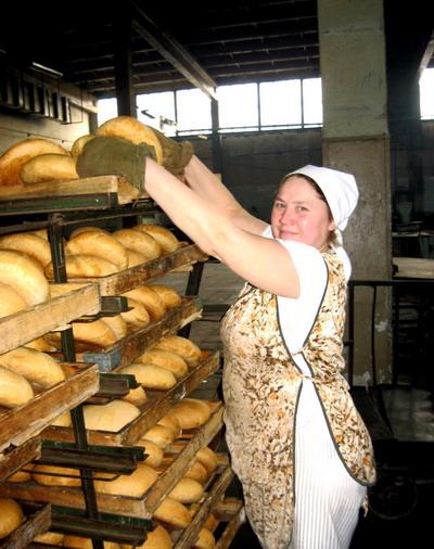 Новые цены отучат кое-кого бросаться хлебом. Фото с сайта stakhanov.org.ua