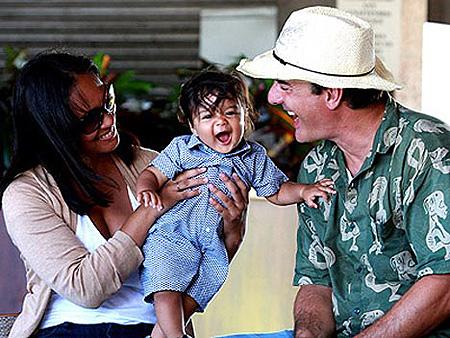 Сердце Криса уже давно отдано Таре и их сыну.