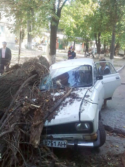 Специалисты говорят, что на этой машине ездить больше не придется. Фото Павлоградского райуправления МЧС.