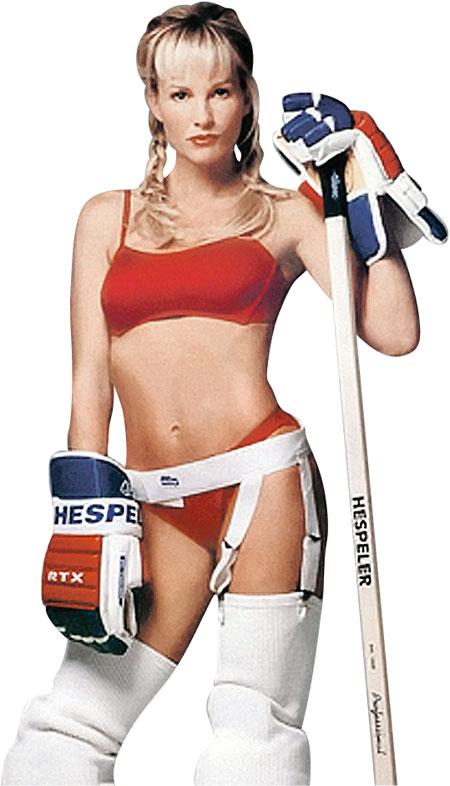 Паулина Гретцки готова играть в хоккей и без амуниции.