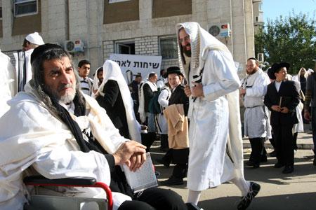 Многие приехали на могилу Нахмана молиться о своем здоровье.
