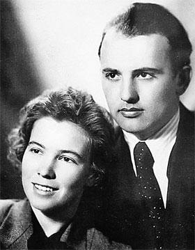 Раиса Титаренко и Михаил Горбачев накануне свадьбы (Москва, 1953 г.).
