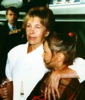 Возвращение из Фороса. С младшей внучкой Настей (август 1991 г.).