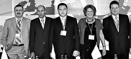 Эду ард Прут ник (в центре) встретился с европейскими коллегами-бизнесменами на Экономическом форуме.