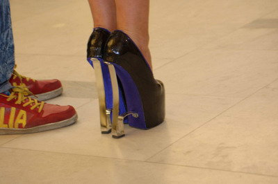 Джамала еле передвигалась по сцене - на таких-то каблуках!