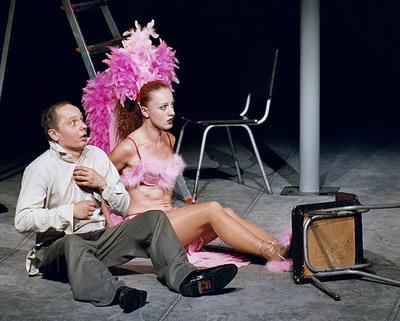 Костюмеры «Бесприданника» позаимствовали идеи нарядов у танцоров бразильских карнавалов.