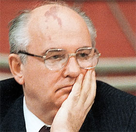 В неизвестном партийном секретаре Горбачеве маг увидел будущего руководителя страны.