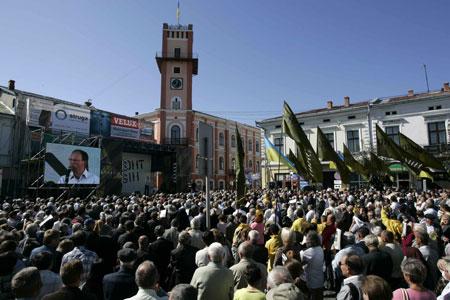 Половина населения Коломыи (Ивано-Франковская обл.) пришла на народное вече.