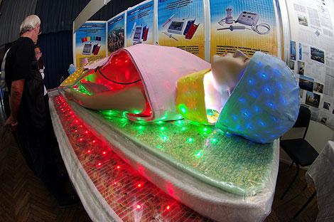 Ученые говорят, что светолечение может избавить от любой болезни.