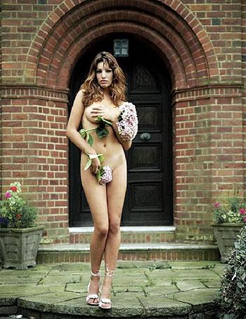 В 2005-ом Келли признали обладательницей самого красивого бюста в мире. Фото: фото с сайта www.etoday.ru.