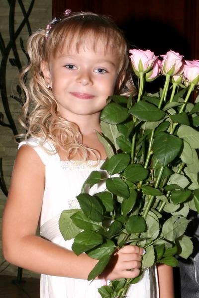 Самая красивая девочка Украины – наша Маша.