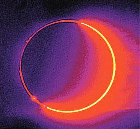При полном солнечном затмении Луна и Солнце оказываются совершенно одинаковыми по размерам.