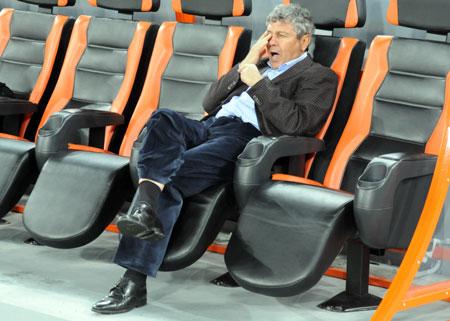 Преимущество «Шахтера» было настолько велико, что даже Луческу заскучал, наблюдая за матчем.