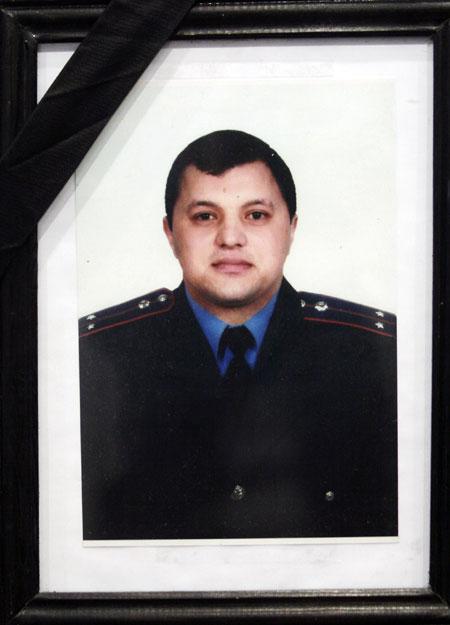 Андрей только год работал в милиции.