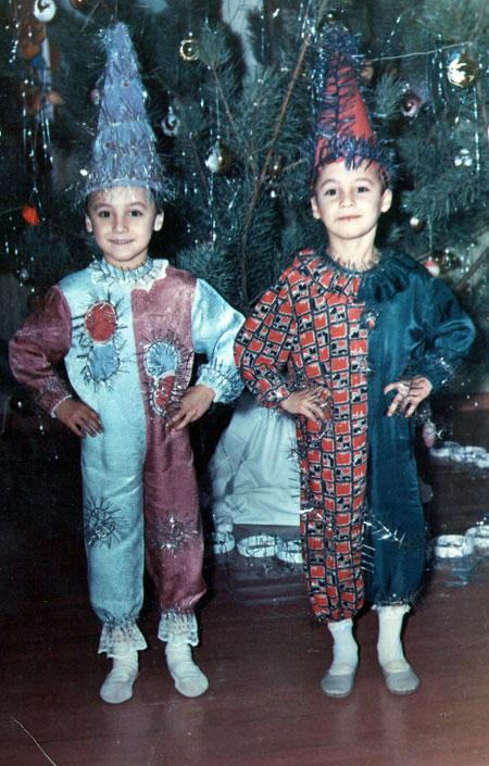 ...ни в детстве (Максим - слева).