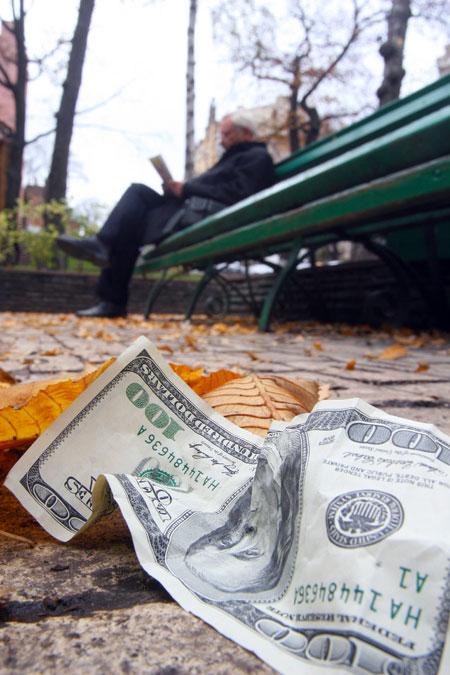 Последствия осеннего моратория-2008 до сих пор аукаются украинцам пустотой в карманах.