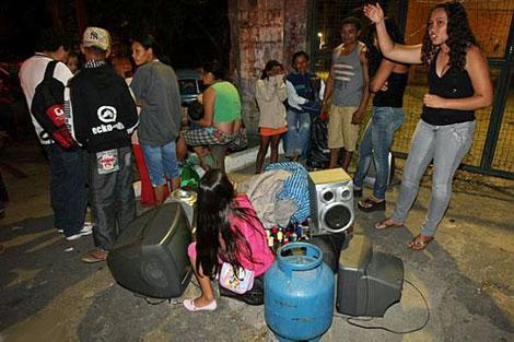 Местные жители в панике убегали, бросая свои дома. Фото: estadao.com.br.