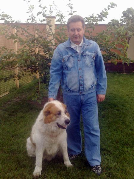 Иосиф Винский - заядлый садовод. И на досуге любит покопаться в земле. На фото - с любимой собакой Сэмом.