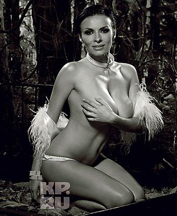 Также артистка поведала, что не собирается в ближайшее время покидать «ВИА Гру». Фото: Михаил Королев (предоставлено журналом Maxim).